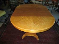 Lakering af egetræsbord