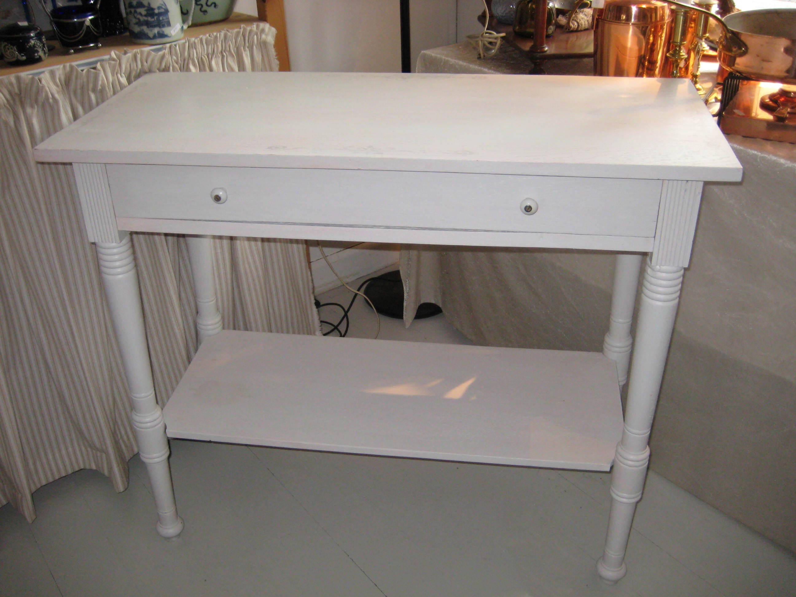 Hvidmalet bord