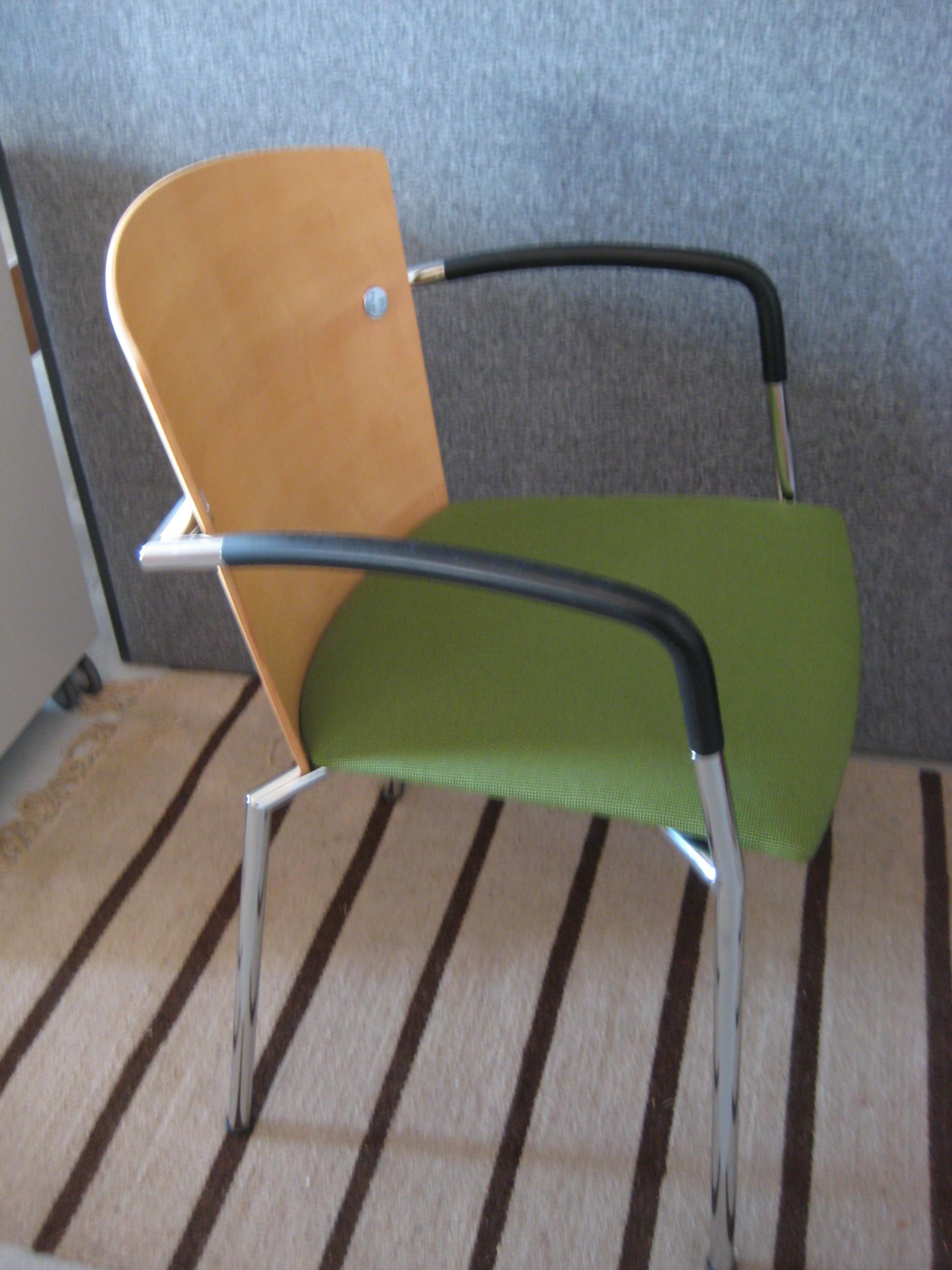 Radius mødestol med armlæn