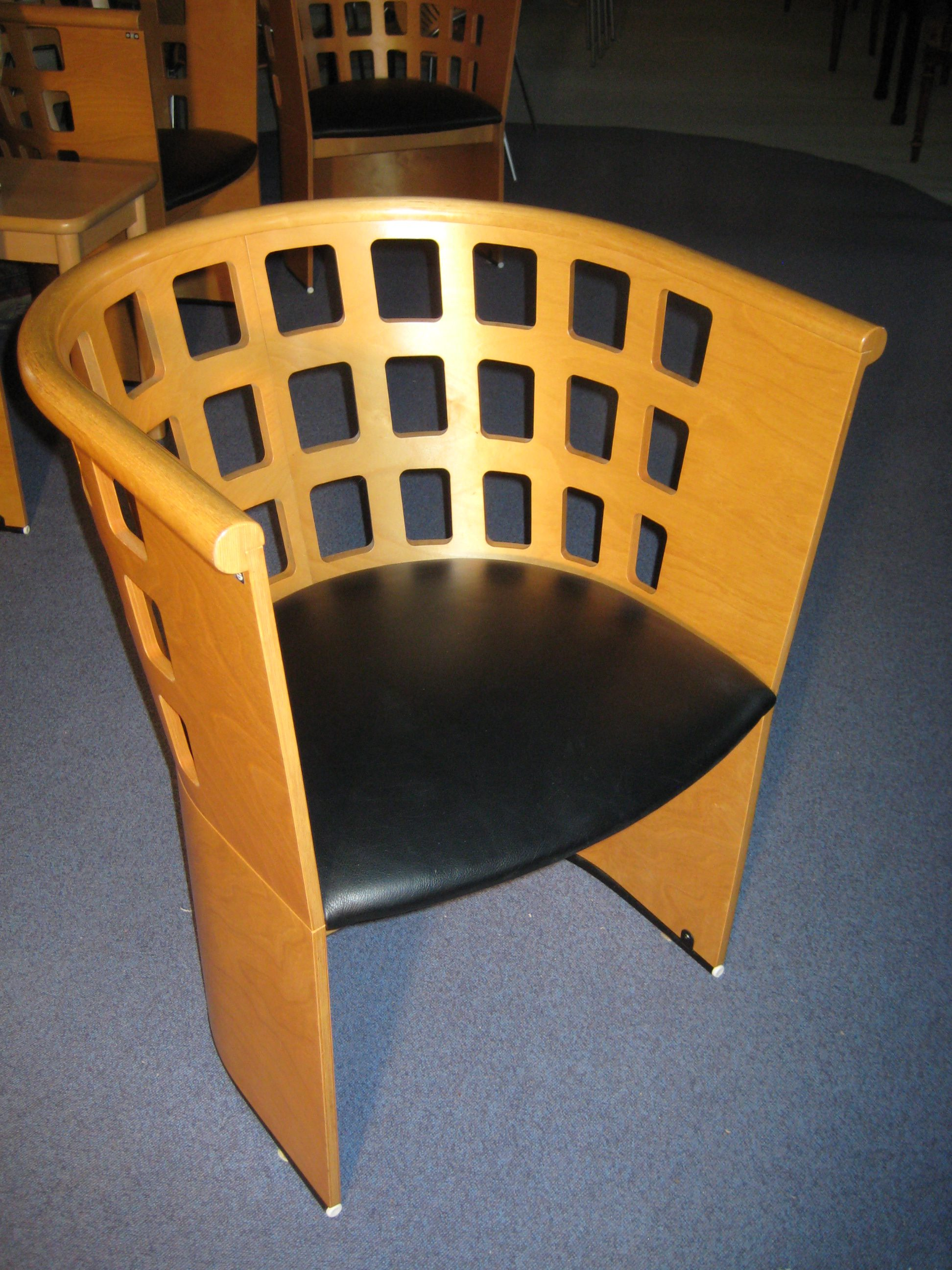 EFG armstol med sort læder