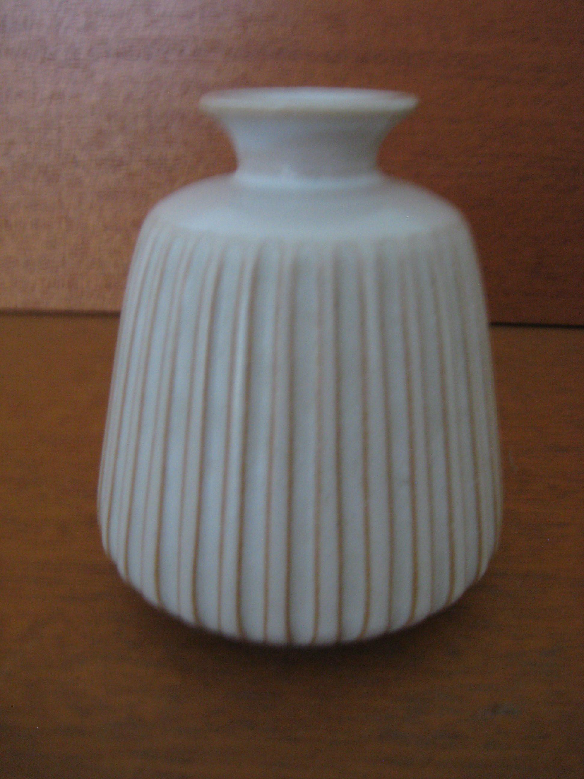 Arne Johansen, lille rillet vase