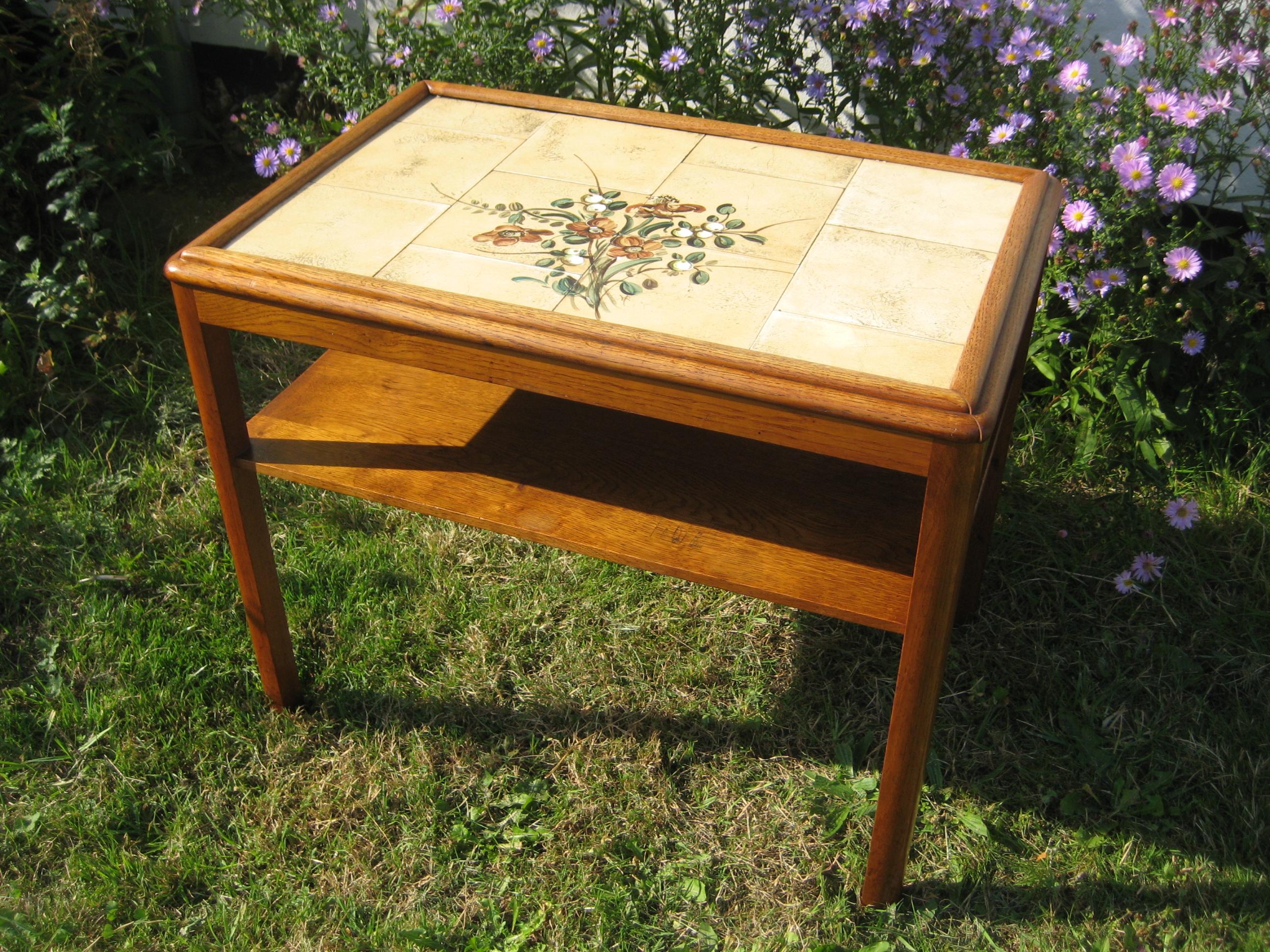 Kakkelbord med blomsterkakler