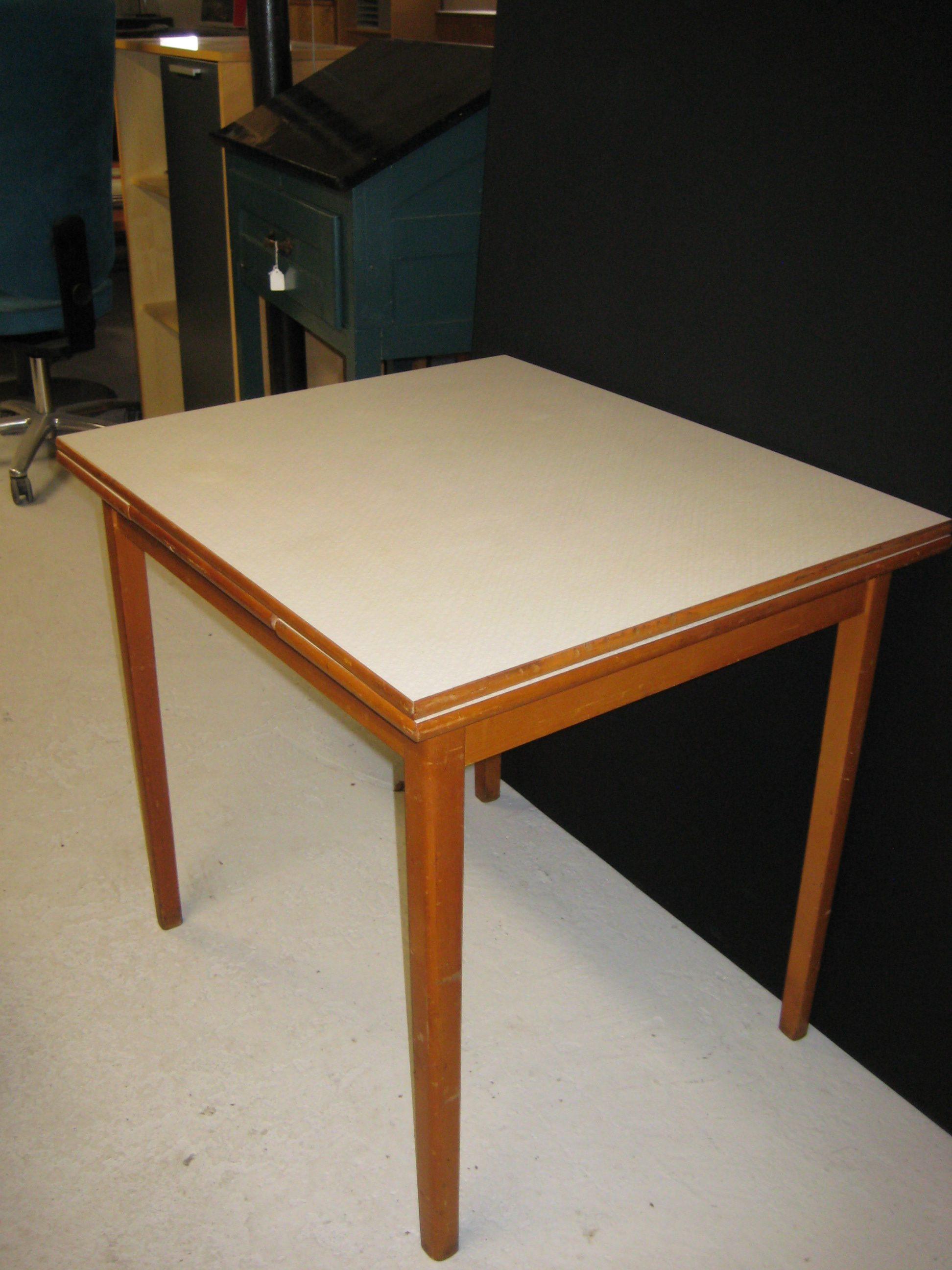 Køkkenbord med laminatplade