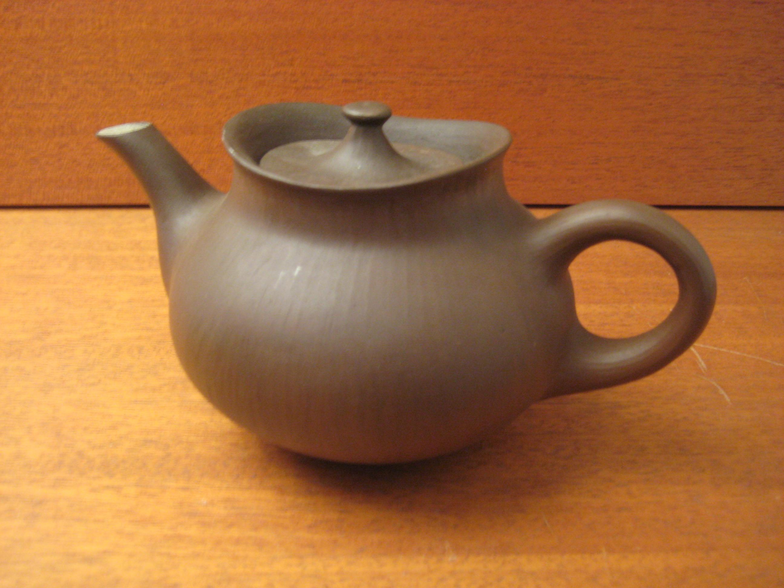 Tepotte i brun keramik