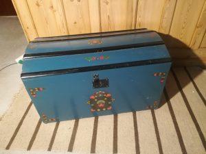 Blåmalet kiste
