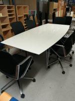 Hvidt mødebord