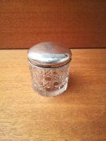 Cremekrukke i krystal med sølvlåg